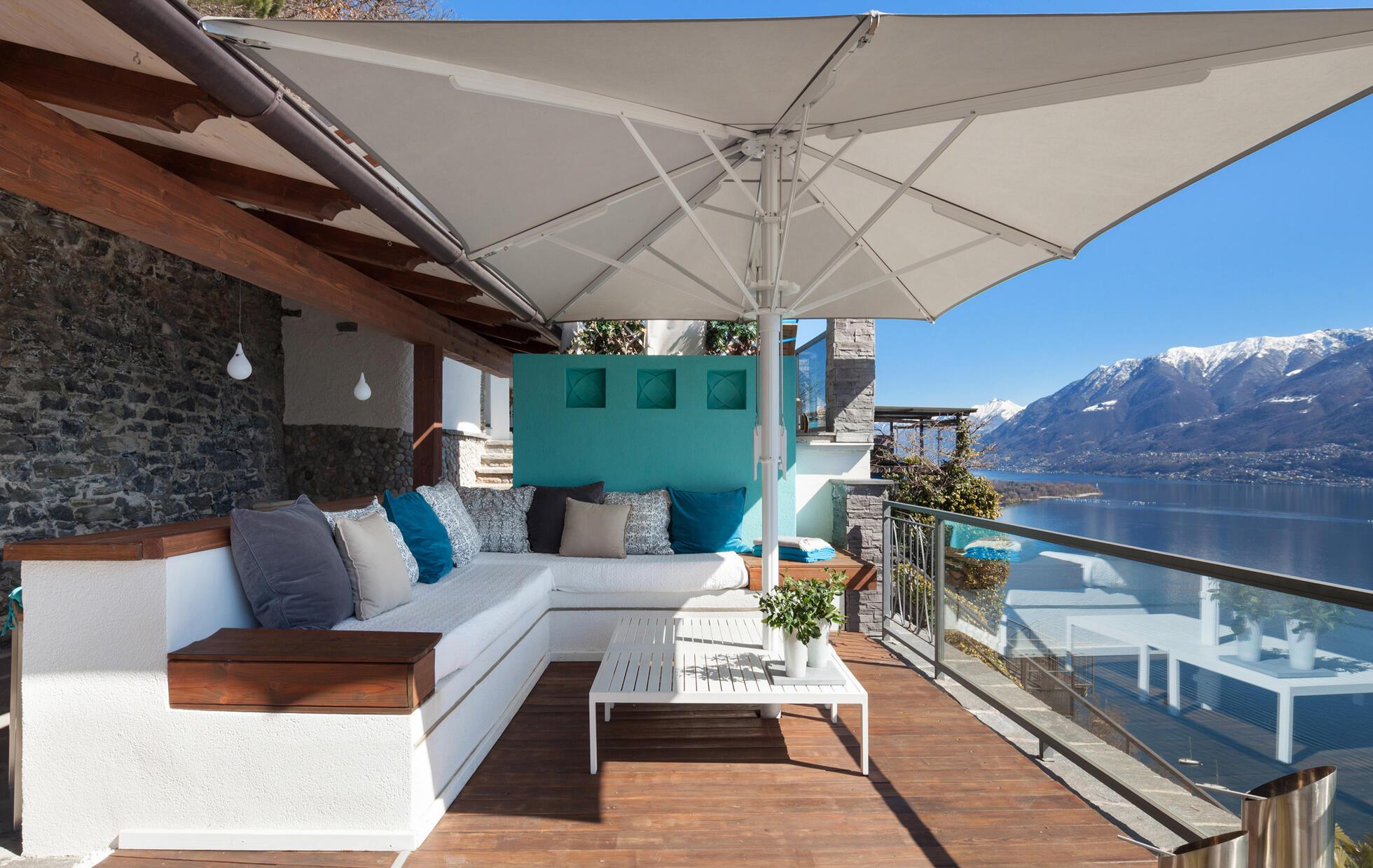 parasol déporté rectangulaire sur terrasse