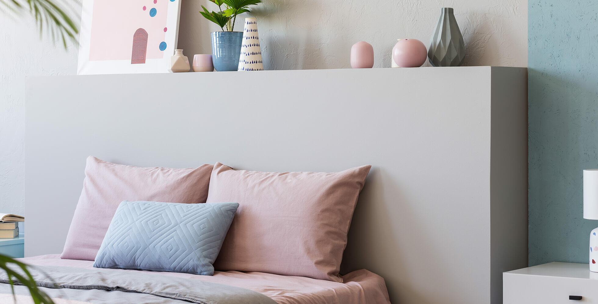 chambre peinte en couleurs claires
