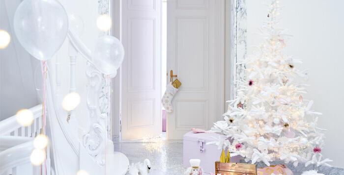 albero di Natale bianco addobbato
