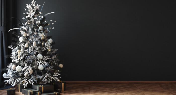 albero di Natale nero decorato