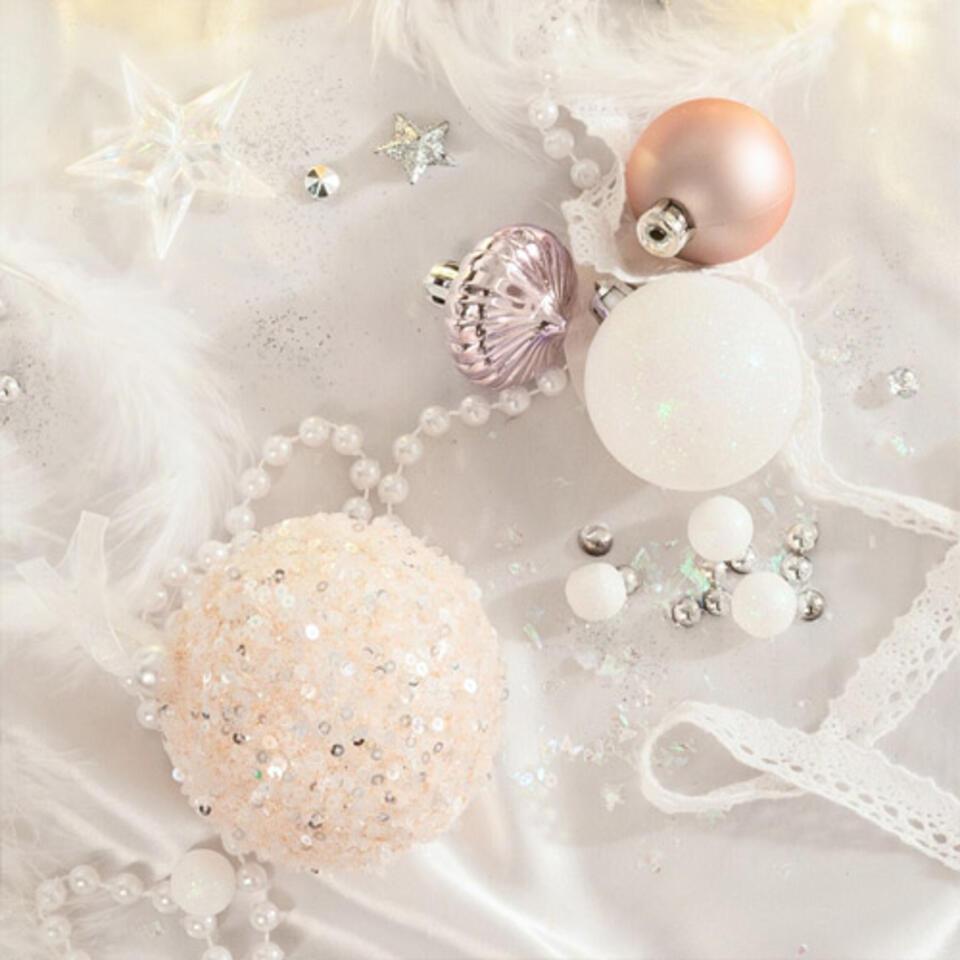 palline rosa pastello per un albero di Natale tendenza