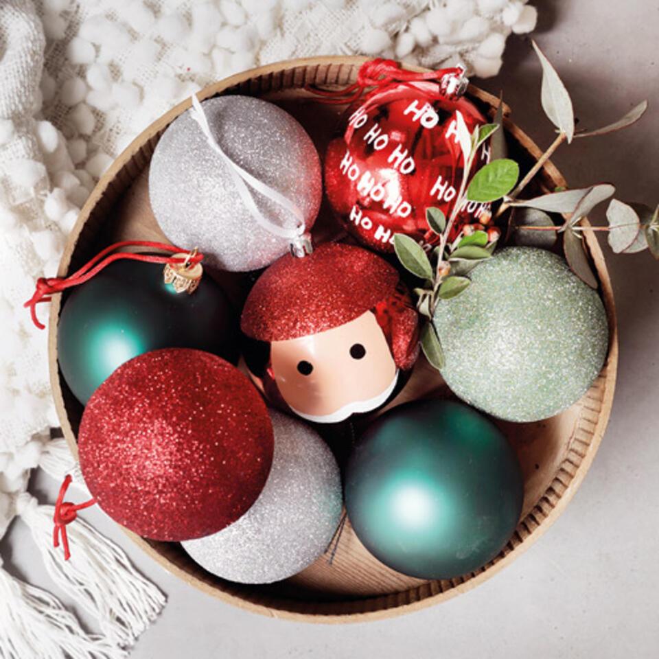 palline di Natale rosse e verdi con paillette