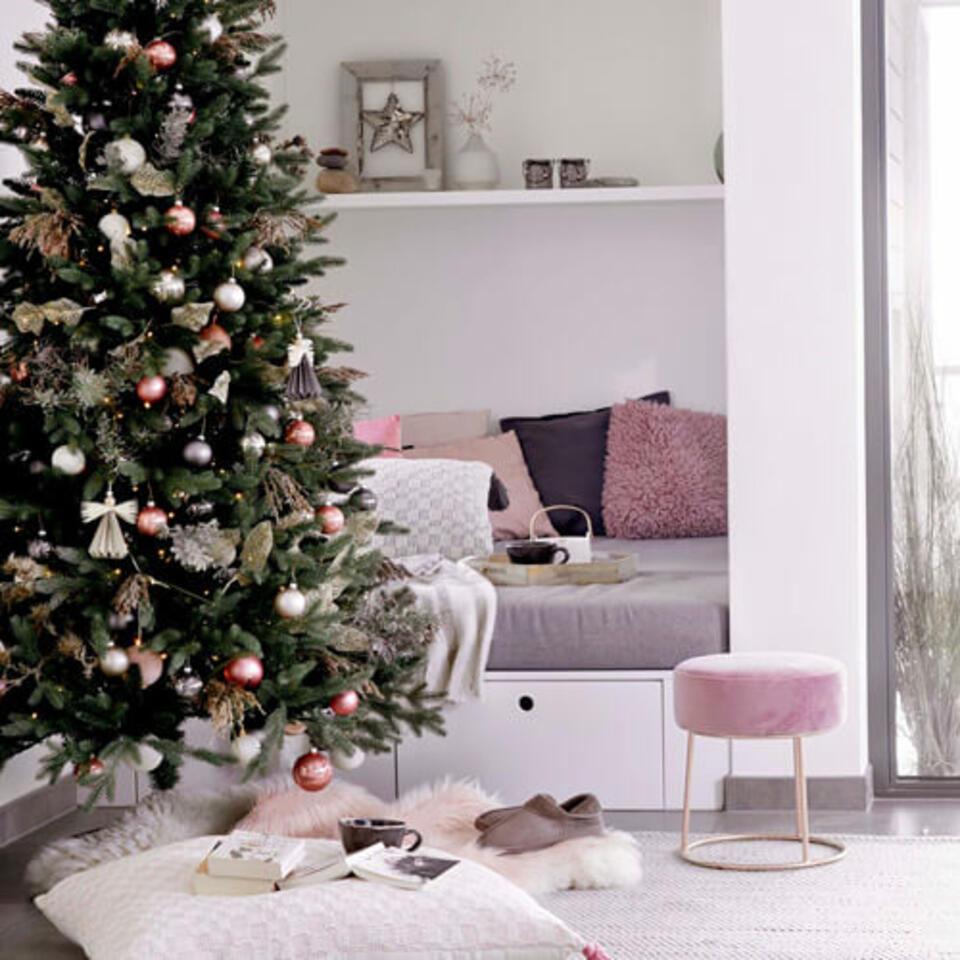 salon décoré en rose pour Noël