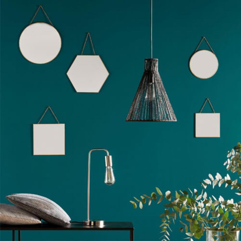 miroirs ronds hexagonal et carré sur mur vert