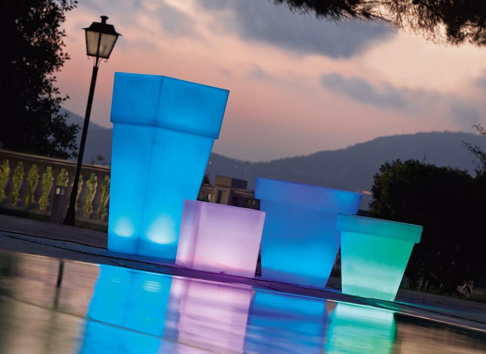 vasi luminosi per arredare l'esterno