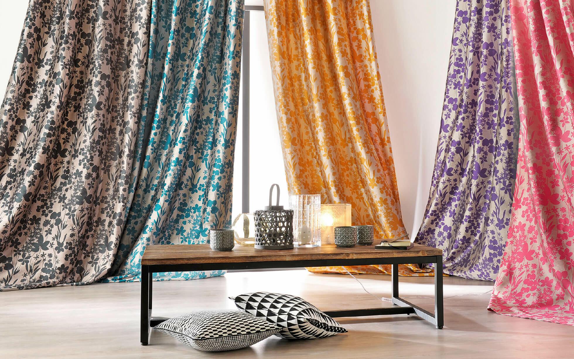 rideaux colorées et fleuris
