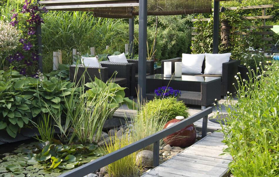 terrasse zen avec végétation