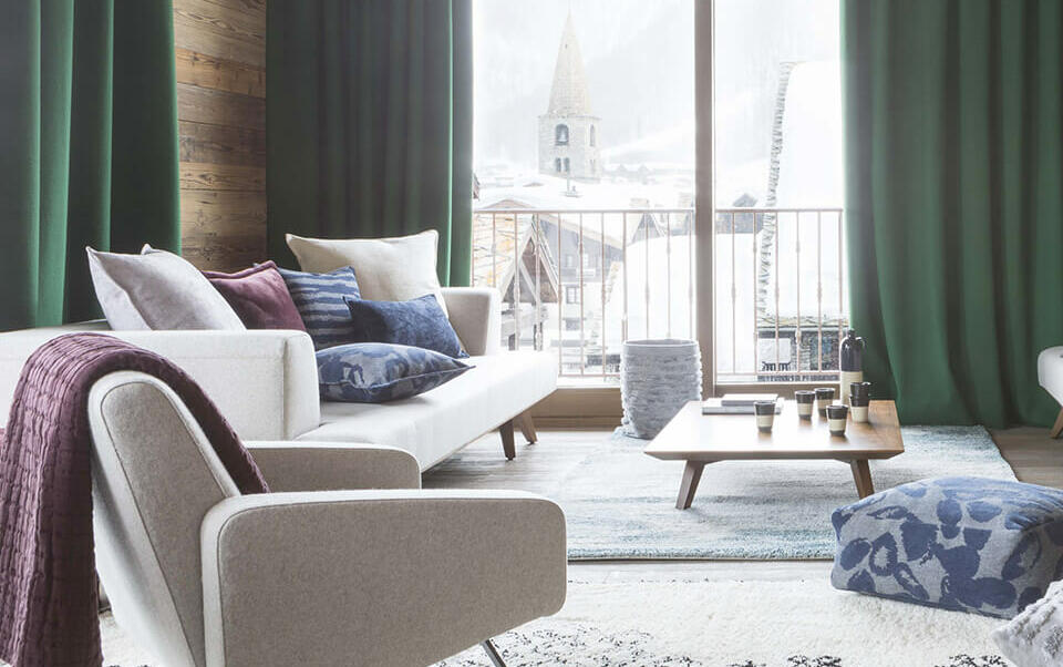salon moderne avec tapis berbère