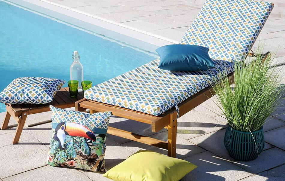 lettino da spiaggia con cuscini per esterno
