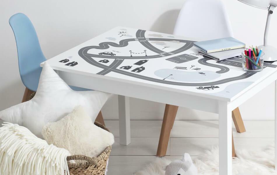 tavolino per bambini con stampa circuito macchinette