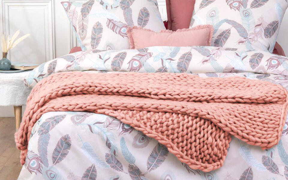 plaid rose en laine à grosse mailles