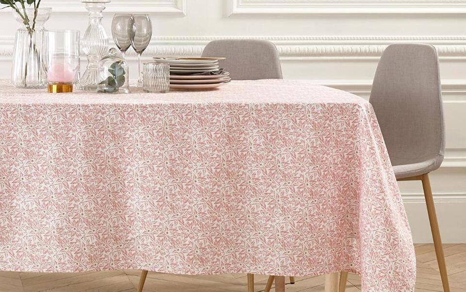 nappe rose à motifs