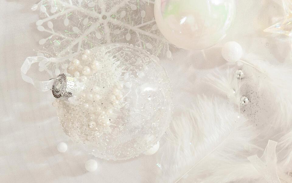 palline di Natale trasparenti con perle iridate