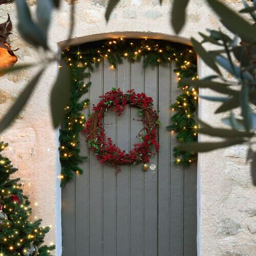 porte d'entrée décorée pour Noël