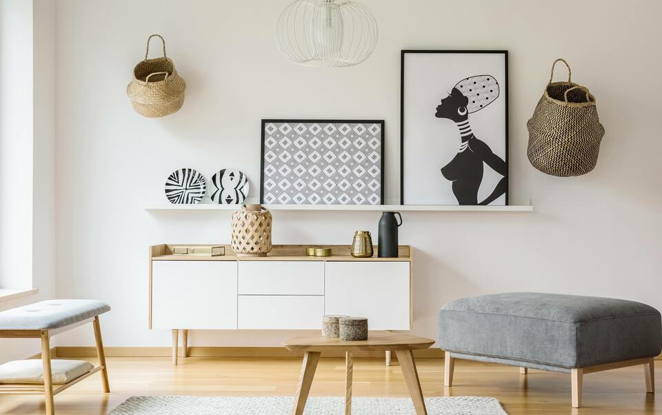 decorazione su pareti bianche