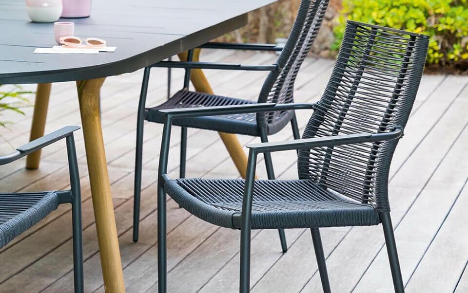 chaise jardin avec accoudoir