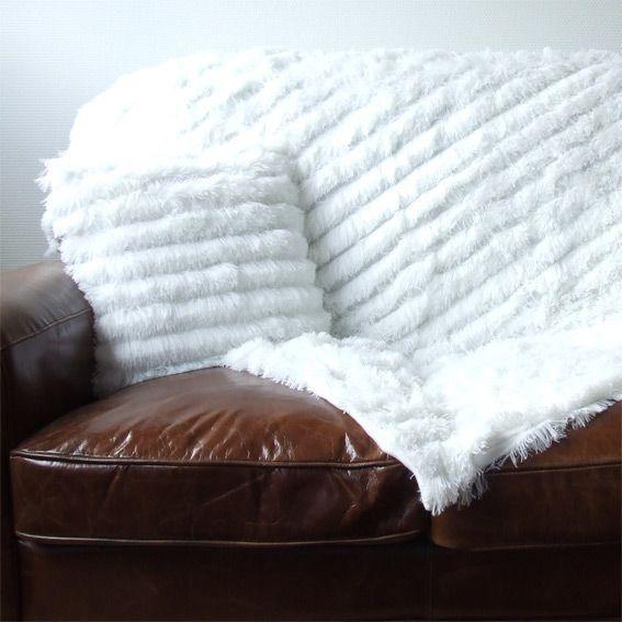 coussin poil long blanc coussin et housse de coussin. Black Bedroom Furniture Sets. Home Design Ideas