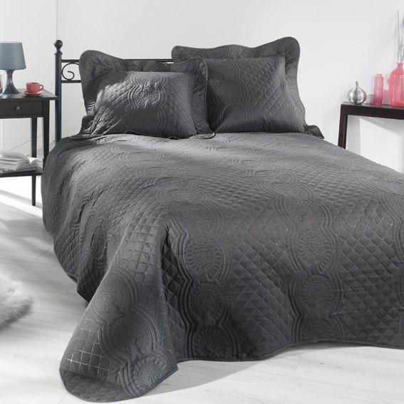 couvre lit gris. Black Bedroom Furniture Sets. Home Design Ideas