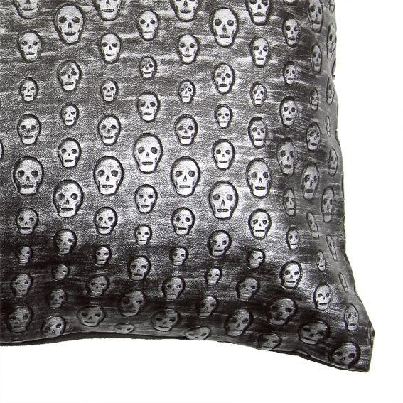 coussin d houssable rectangulaire t te de mort argent. Black Bedroom Furniture Sets. Home Design Ideas