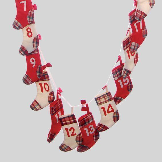 Calendrier de l 39 avent guirlande de chaussettes calendrier de l 39 avent eminza - Calendrier de l avent feutrine ...