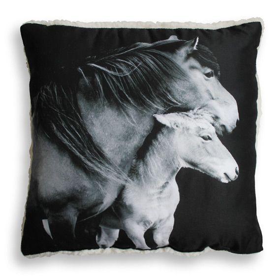 coussin sherpa chevaux coussin et housse de coussin eminza. Black Bedroom Furniture Sets. Home Design Ideas