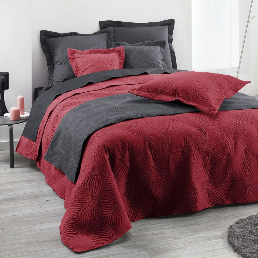 couvre lit 220 x 240 cm florencia rouge couvre lit boutis eminza. Black Bedroom Furniture Sets. Home Design Ideas