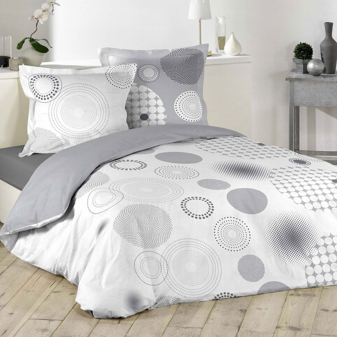 housse de couette et deux taies bulleo 100 coton 240 cm gris clair housse de couette eminza. Black Bedroom Furniture Sets. Home Design Ideas