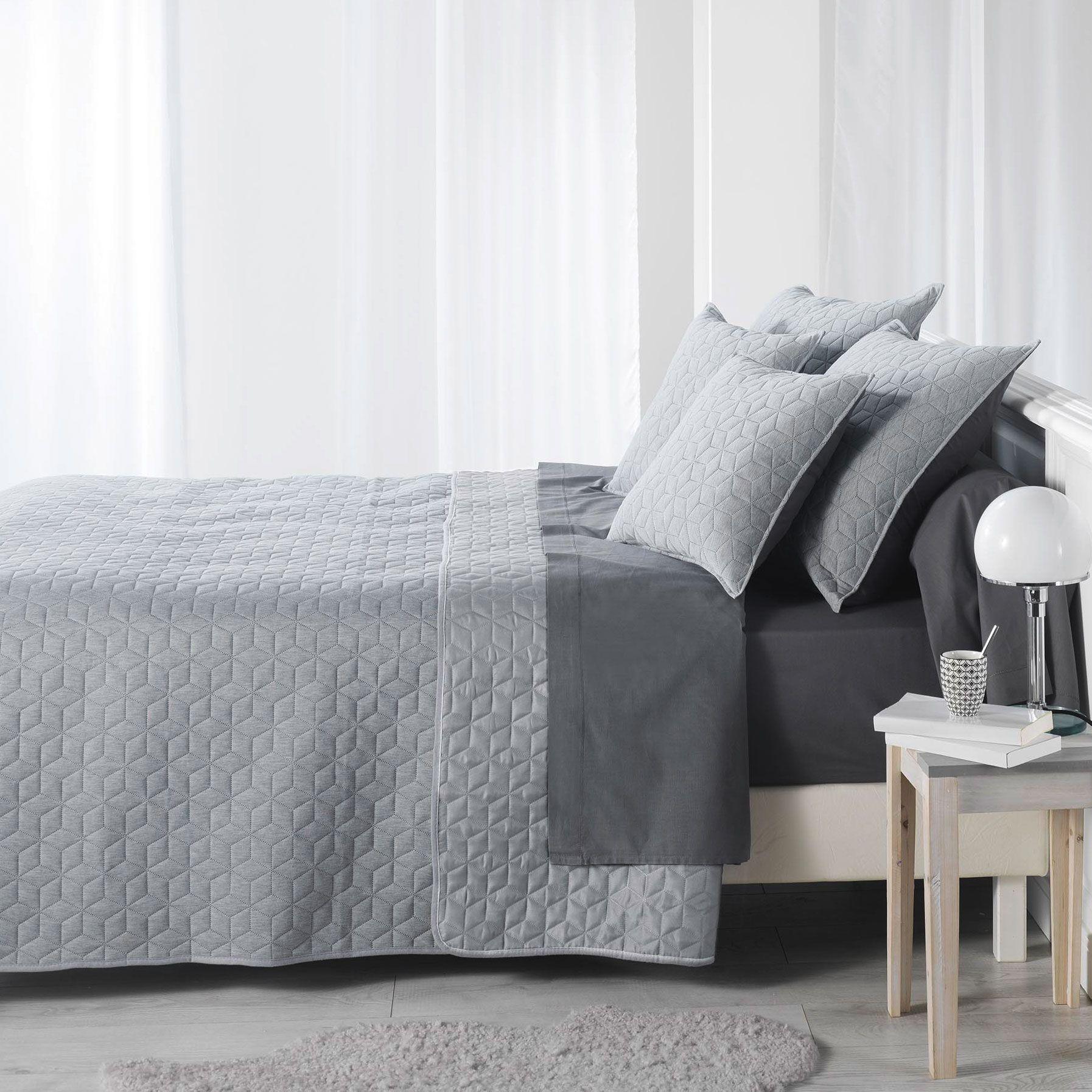 couvre lit 220 x 240 cm matelass cubix gris couvre lit boutis eminza. Black Bedroom Furniture Sets. Home Design Ideas