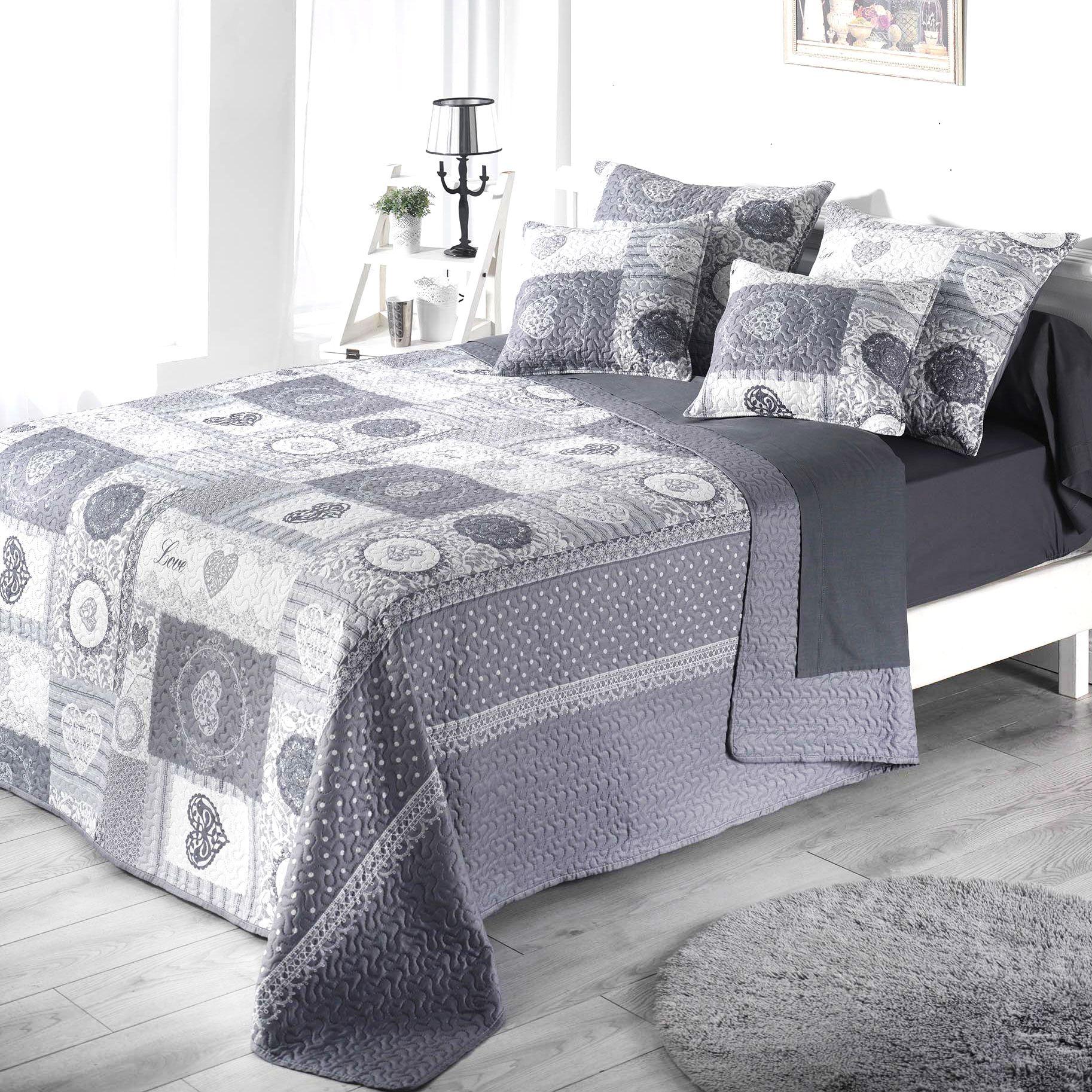 boutis matelass top boutis dessus de lit couvre uni blanc emmanuel dactail du galon a pompons. Black Bedroom Furniture Sets. Home Design Ideas