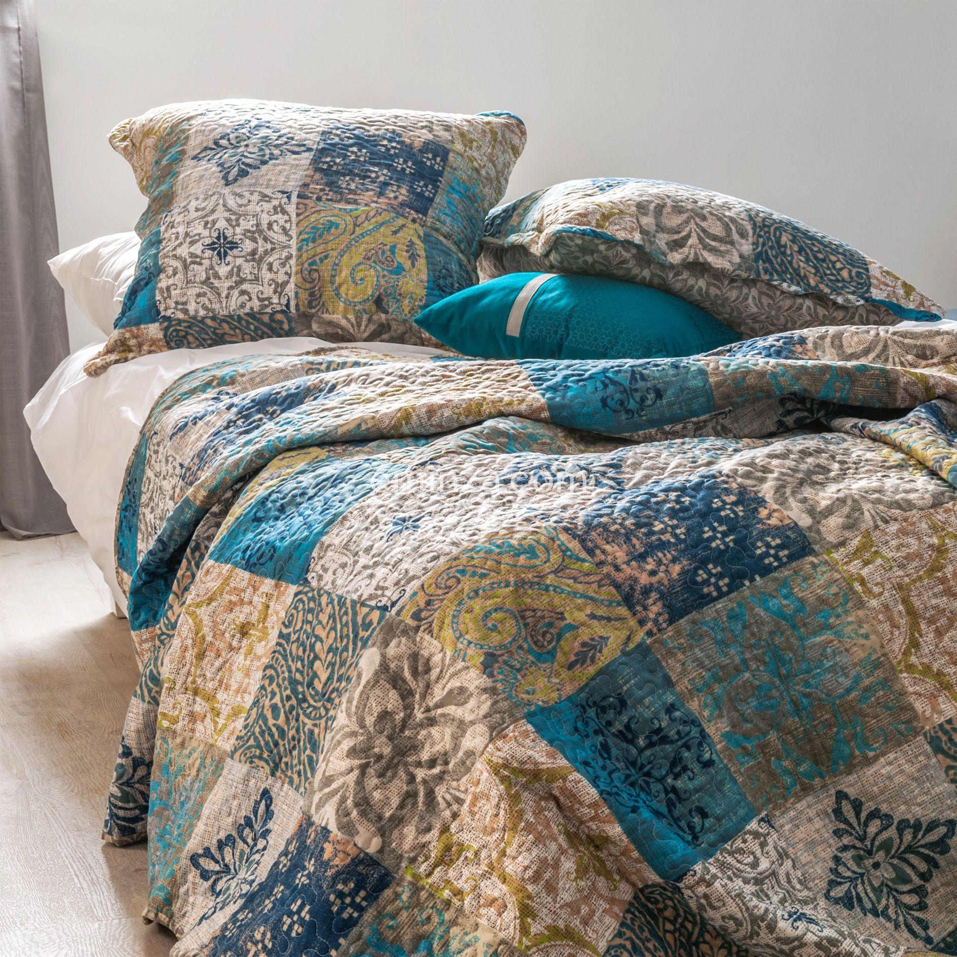 boutis et taies d 39 oreiller 220 x 240 cm bastetti bleu couvre lit boutis eminza. Black Bedroom Furniture Sets. Home Design Ideas
