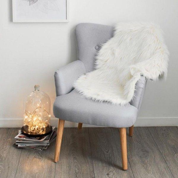 tapis peau de b te 90 cm imitation fourrure blanc tapis eminza. Black Bedroom Furniture Sets. Home Design Ideas