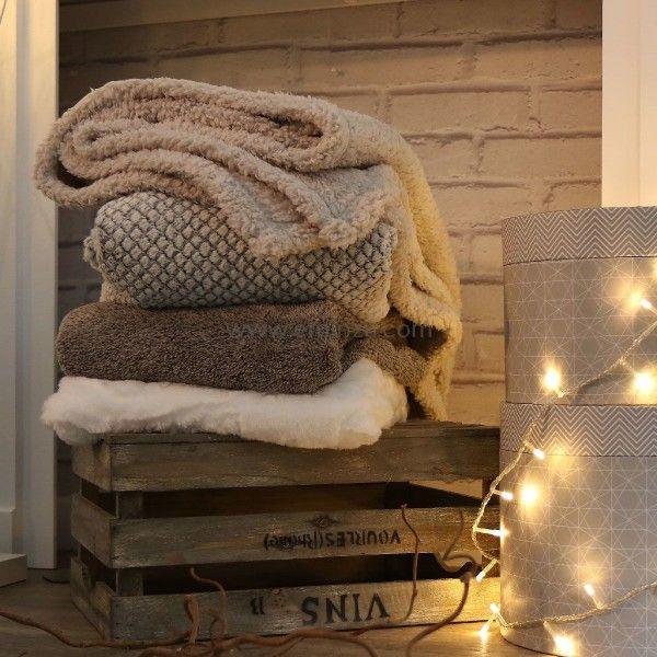 plaid imitation fourrure ecaille blanc d co textile eminza. Black Bedroom Furniture Sets. Home Design Ideas