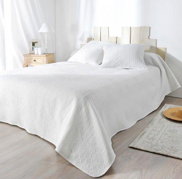 boutis et taie d 39 oreiller 180 x 240 cm verdon blanc couvre lit boutis eminza. Black Bedroom Furniture Sets. Home Design Ideas
