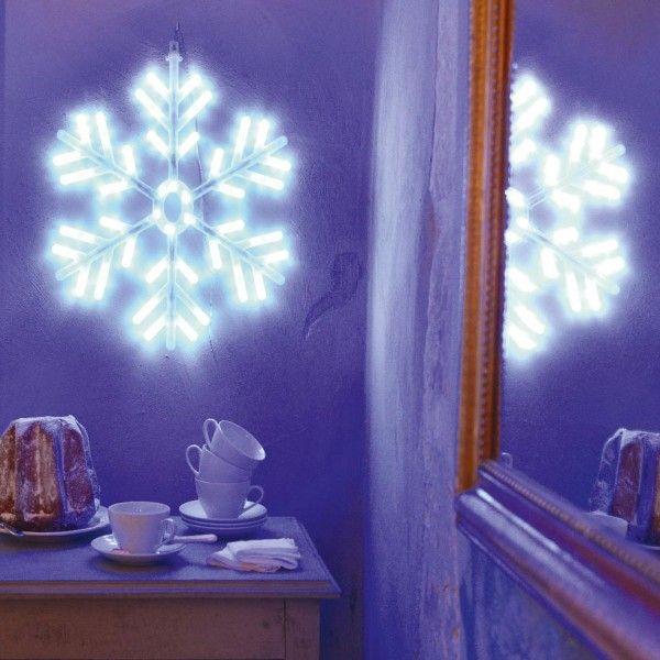 Verlichte Sneeuwvlok Waterval Koudwit 114 Led Kerstverlichting