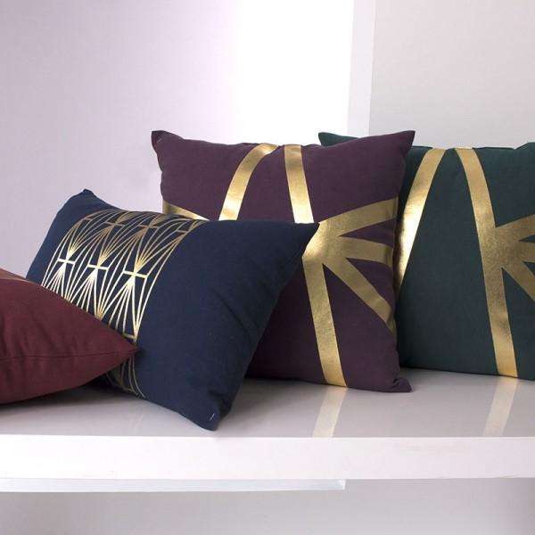 coussin rectangulaire art d co bleu marine d co textile eminza. Black Bedroom Furniture Sets. Home Design Ideas