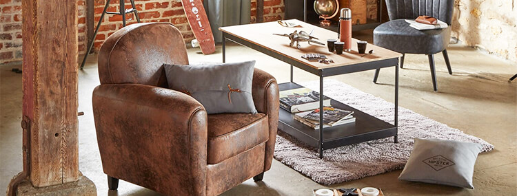 Fauteuil chesterfield cuir vielli et table basse style industriel