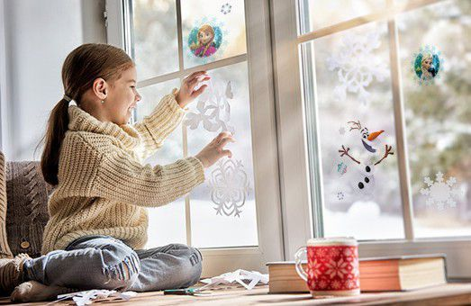 Vitrostatiques et stickers : habillez vos fenêtres