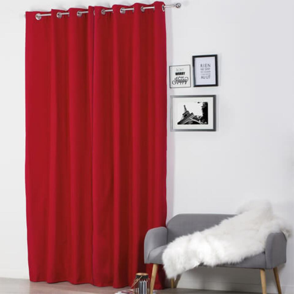 Rideau rouge isolant thermique