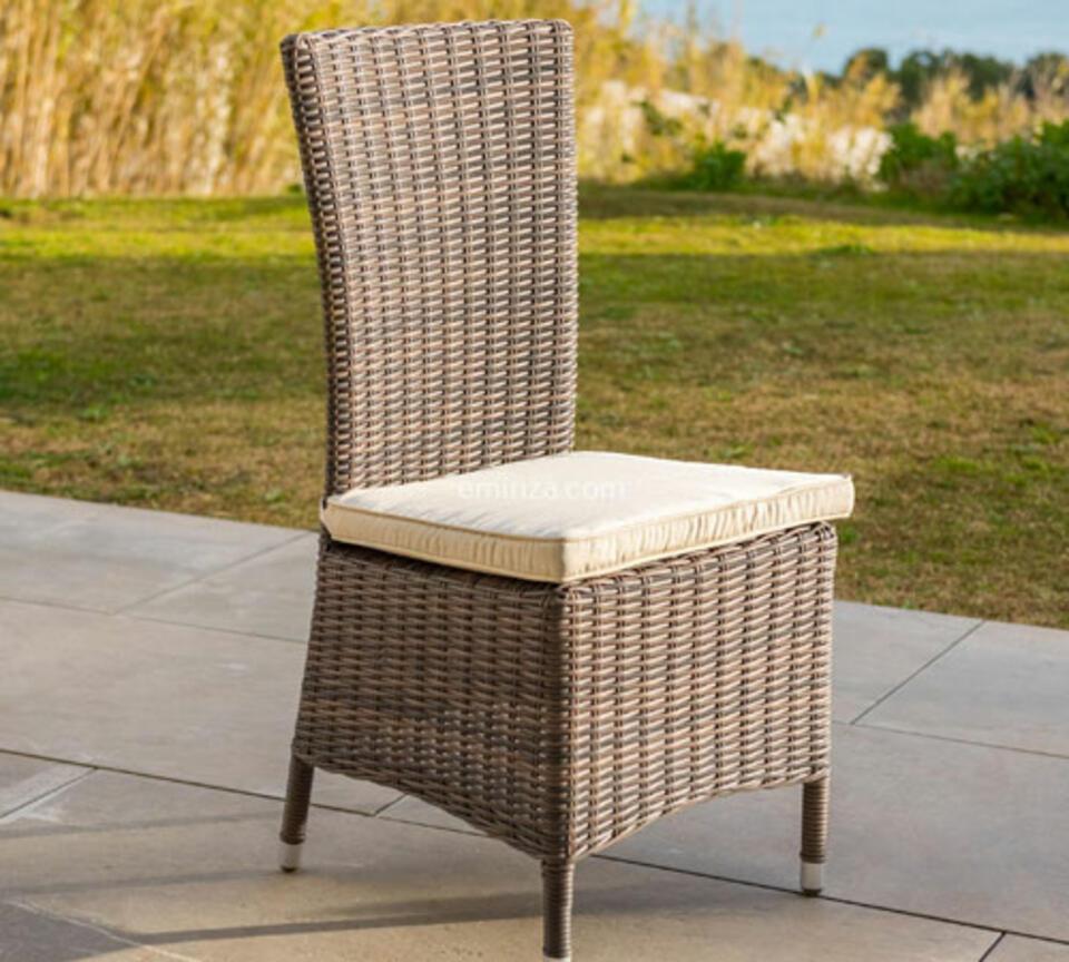 chaise de jardin résine tréssée taupe