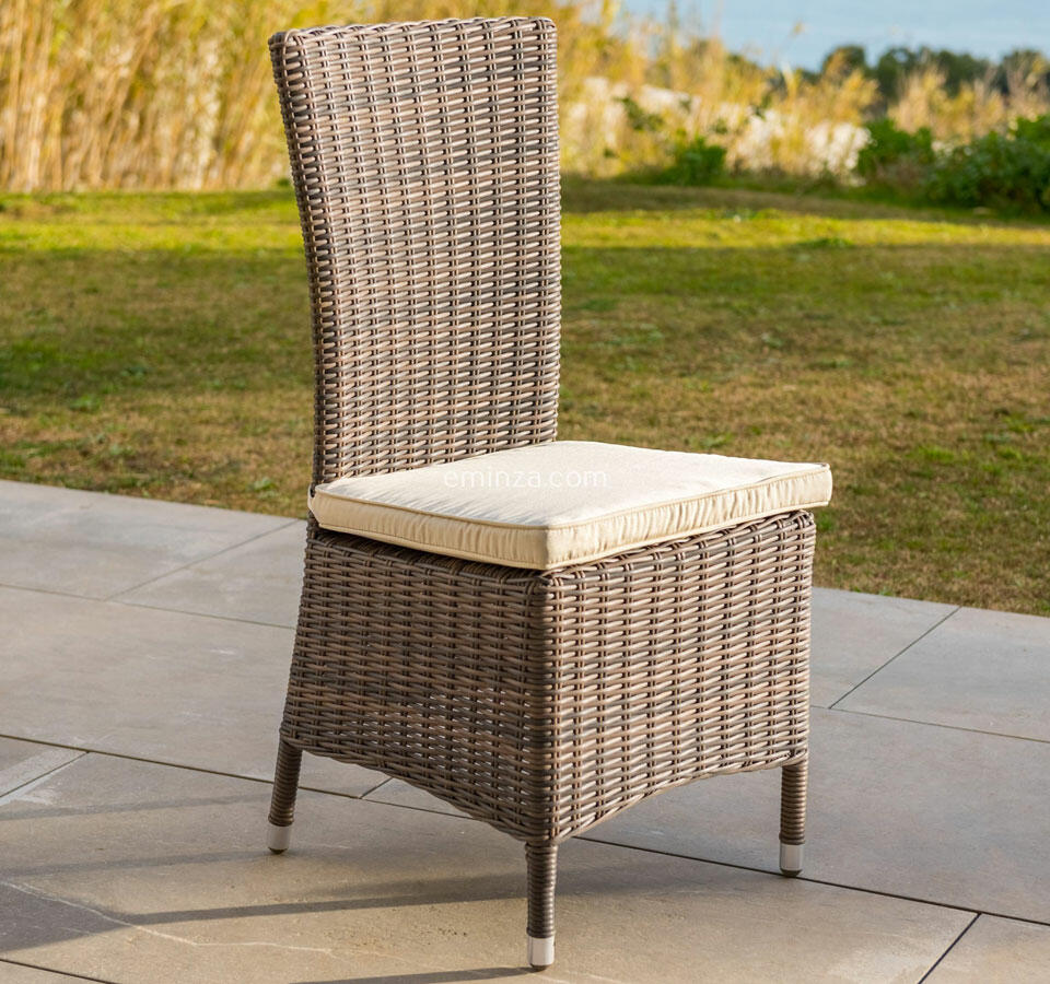 chaise de jardin en résine tréssée