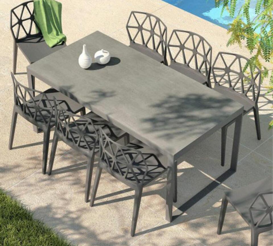 tavolo da giardino di ceramica