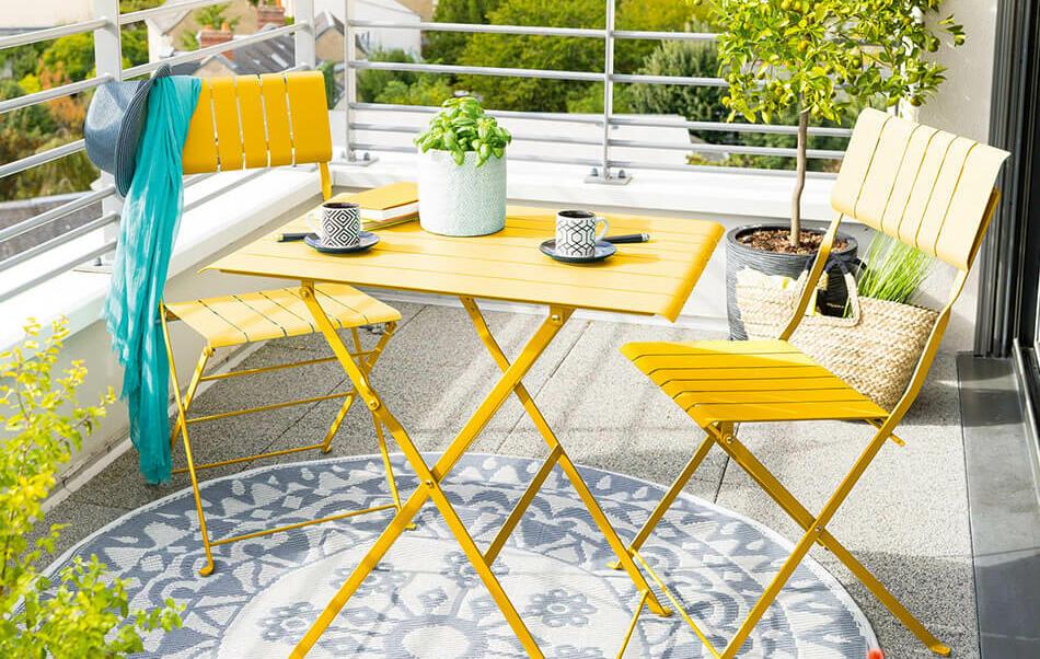 mesa y silla de exterior para balcón