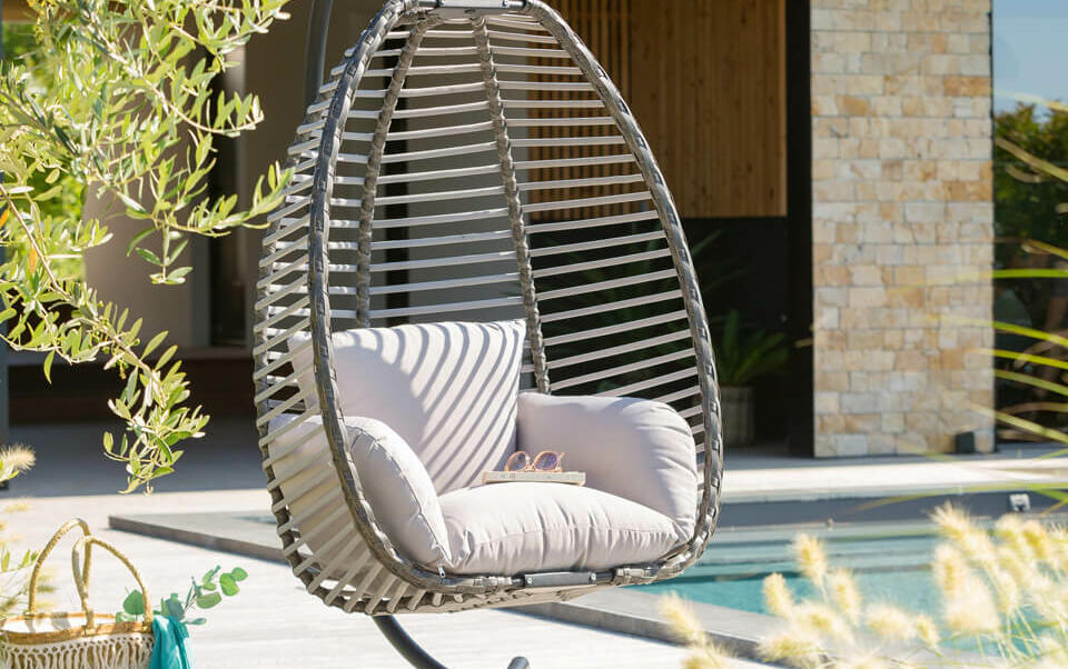 fauteuil suspendu jardin sur pied