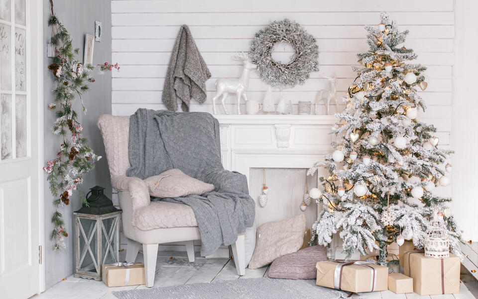 come addobbare un albero di Natale bianco