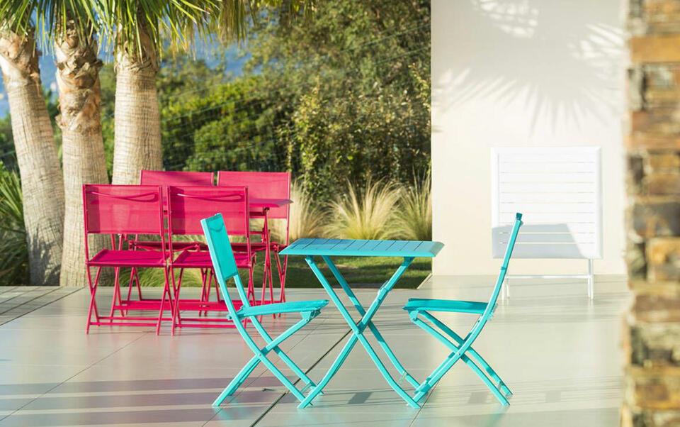 Comment nettoyer ses chaises de jardin